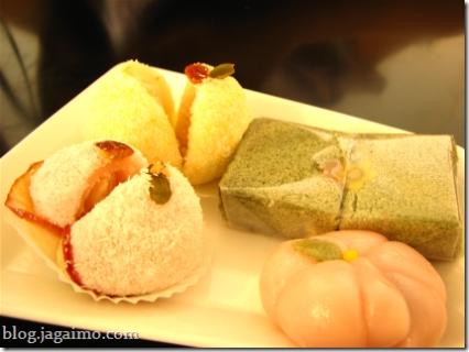 Various glutinous rice cakes: yuja, su