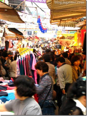 Clothing bazaar in Namdaemun