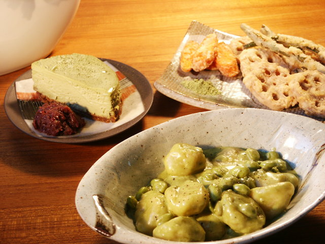 Gnocchi with edamame in a matcha cream sauce; Renkon to ingen to ninjin no tempura with Matcha-shio, and matcha cheesecake with anko (red bean paste).