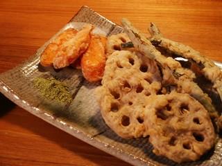Renkon to ingen to ninjin no tempura with Matcha-jio